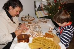 Hornické muzeum Příbram - Vánoce v hornickém domku; zdobení perníčků